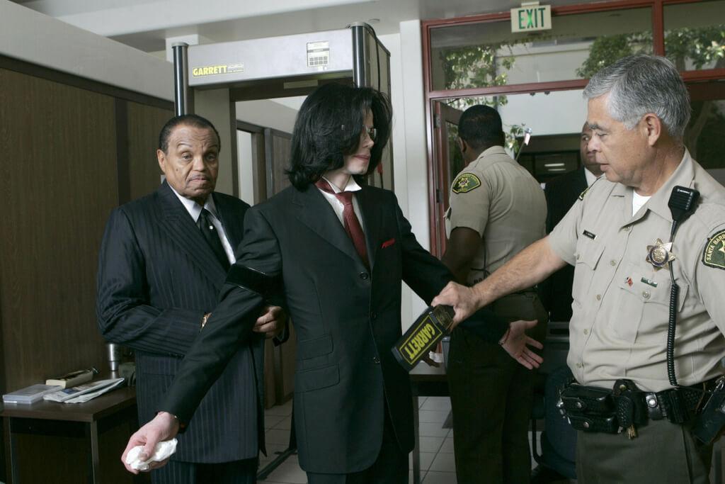 michael-jackson-trial-73217-22673.jpg