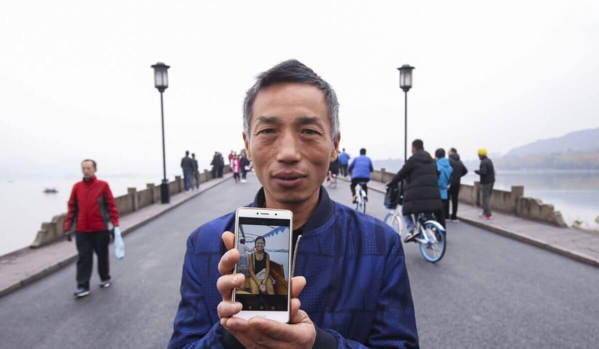 Xu-with-picture-of-daughter.jpg-82812.jpg-73143.jpg-39400.JPG