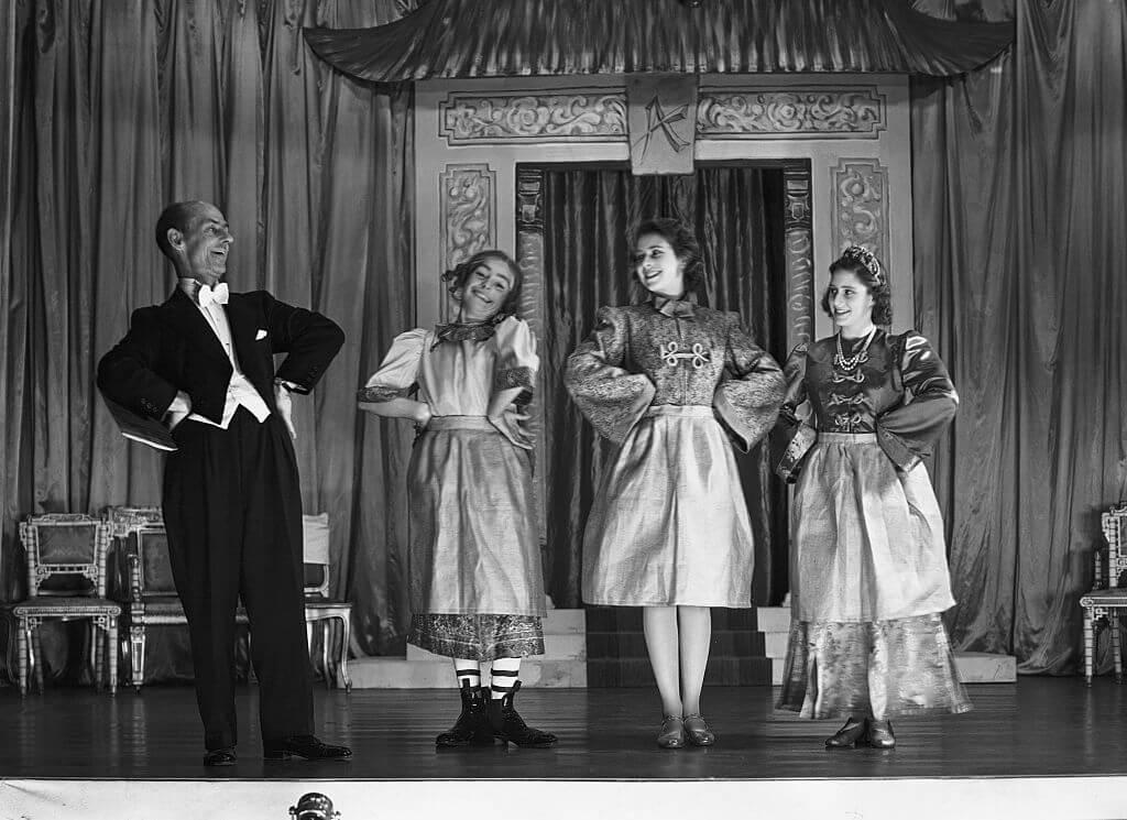 royal-pantomime-17850-79300.jpg