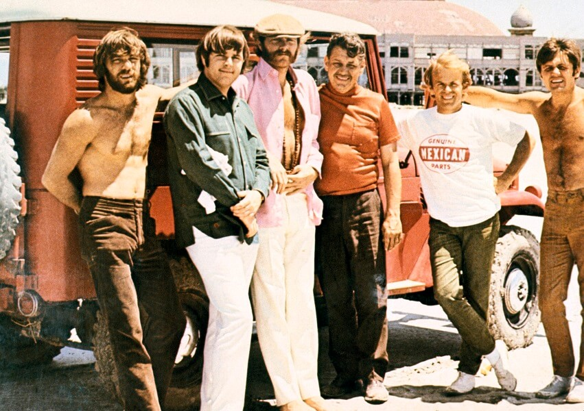 the-beach-boys-pose-with-their-manager-55506-91111.jpg