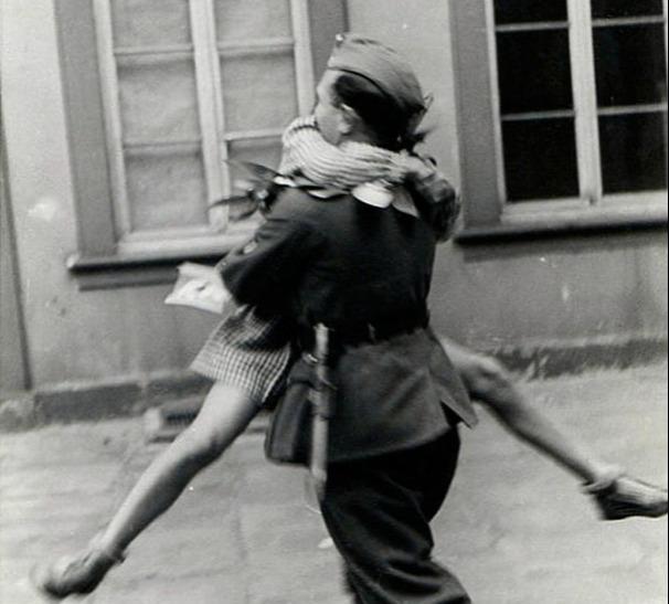 heartwarming war photos 10