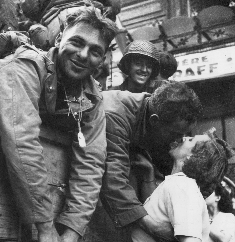 heartwarming war photos 15