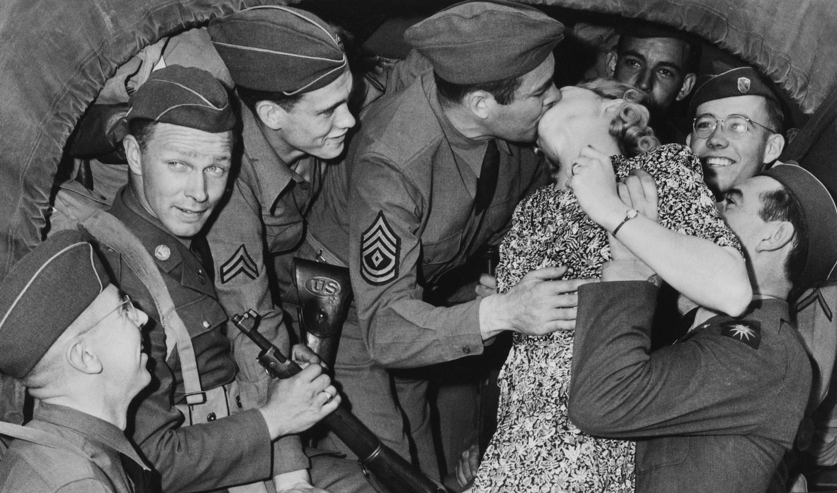 heartwarming-war-photos-8