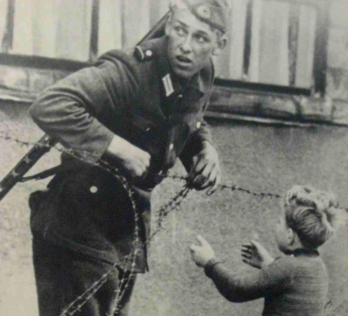 heartwarming war photos 2