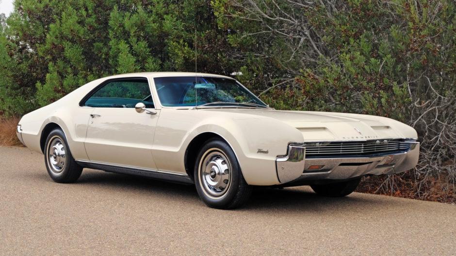 1966_oldsmobile_toronado_1541715279208495d56ToronadoB-10-940x529