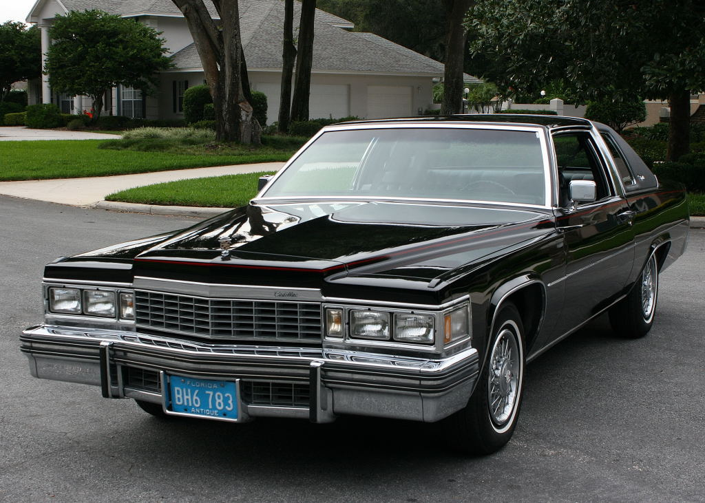 1977_Cadillac_Coupe_Deville_(01)