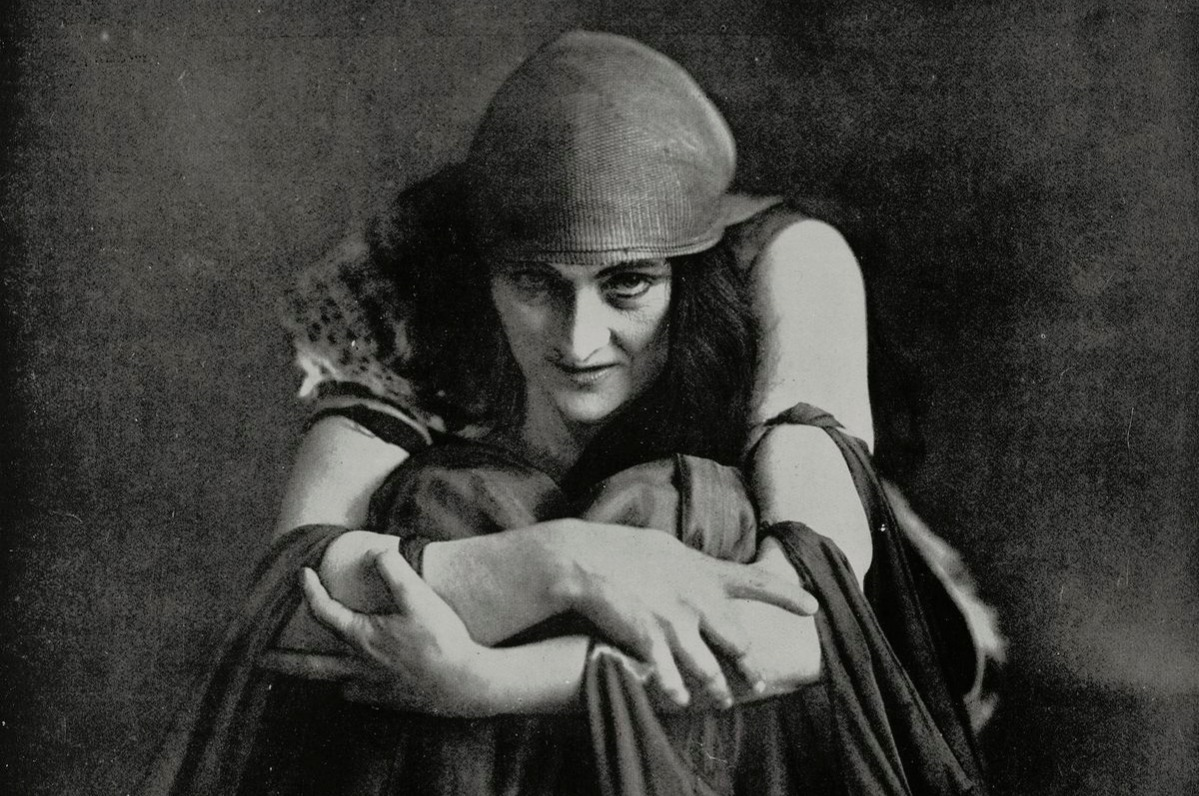 Sybil Thorndike 1920, English actress playing the role of Medea in Euripides' tragedy womens rights sexual harassment 1920s
