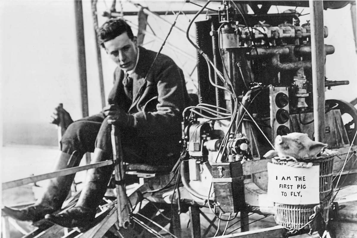 First_pig_to_fly,_1909._01