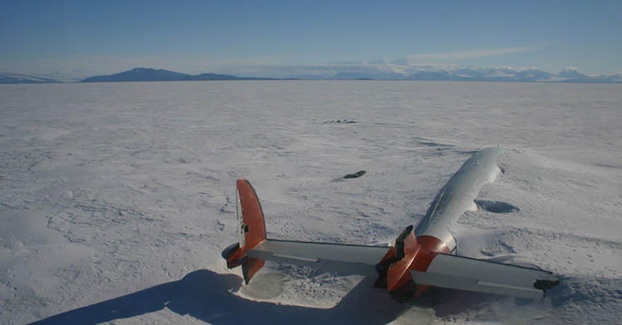 abandoned-plane-south-antartica