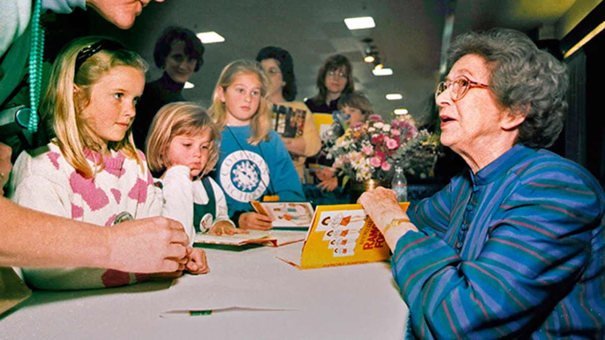 Beverly Cleary meeting with children at a book signing
