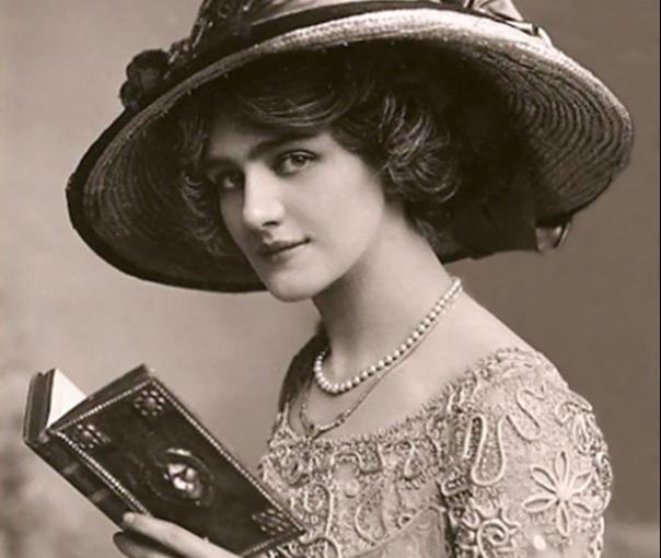 woman reading a book around 1910 fashion etiquette early twentieth century women