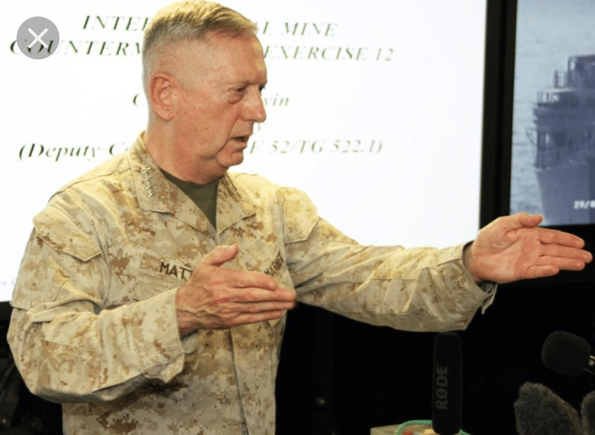 military knife hands