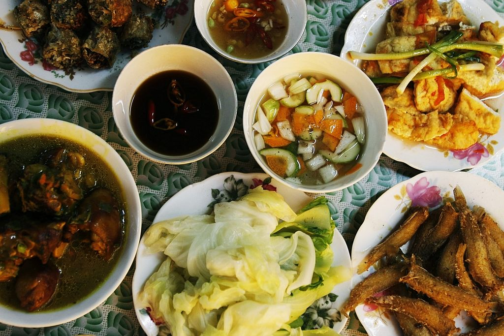 Image of a variety of Vietnamese dishes