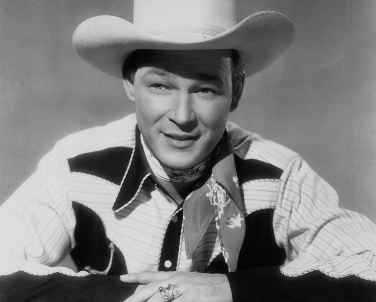 roy rogers began singing with the rocky mountaineers