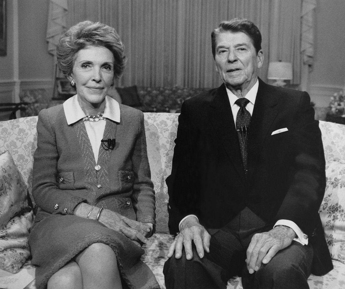 Ronald Reagan and Nancy Reagan posing for photograph black and white