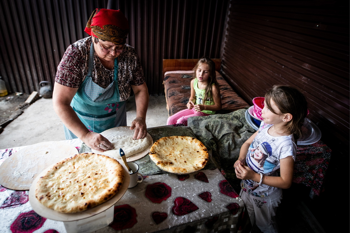 Baking Ossetian pies at South Ossetian private house