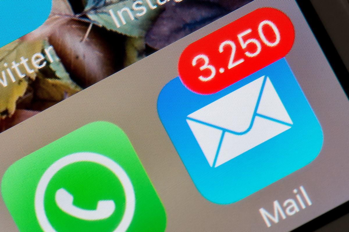The display of an iPhone shows the mail app indicating 3,250 unread emails