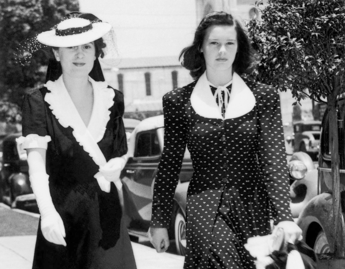 Gloria Vanderbilt (Right) And Her Mother Gloria Morgan-Vanderbilt In Los Angeles On December 6, 1939.