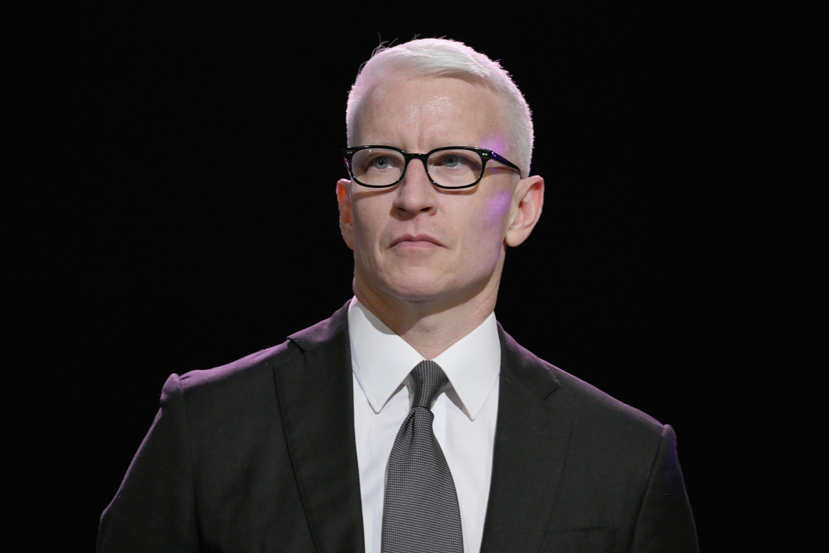 Anderson Cooper attends the Sean Penn CORE Gala benefiting the organization formerly known as J/P HRO & its life-saving work across Haiti & the world at The Wiltern on January 5, 2019 in Los Angeles, California.