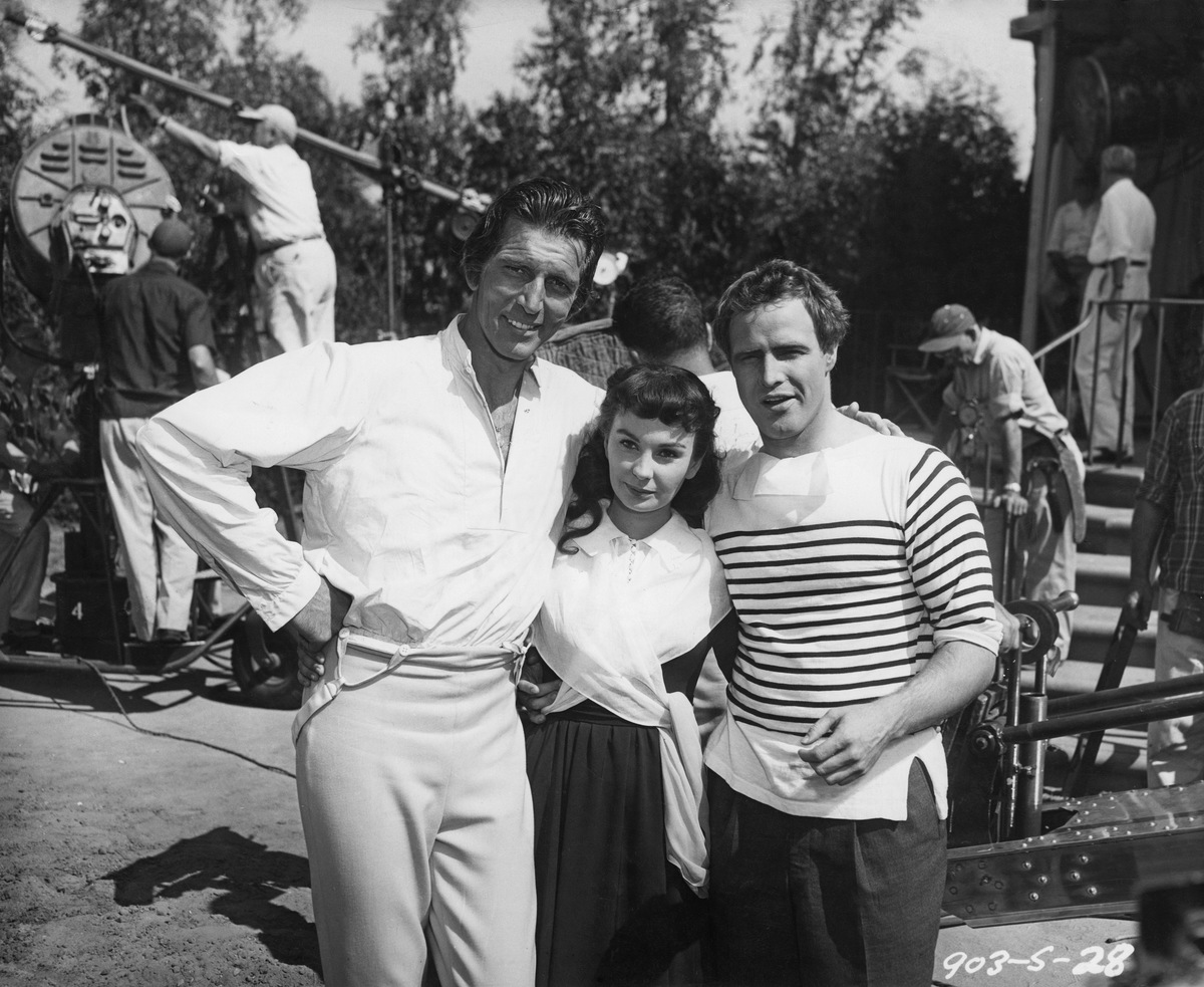 ctors (left to right) Michael Rennie (1909 - 1971), Jean Simmons (1929 - 2010) and Marlon Brando (1924 - 2004) on the set of 'Desiree', directed by Henry Koster, USA, 1954.
