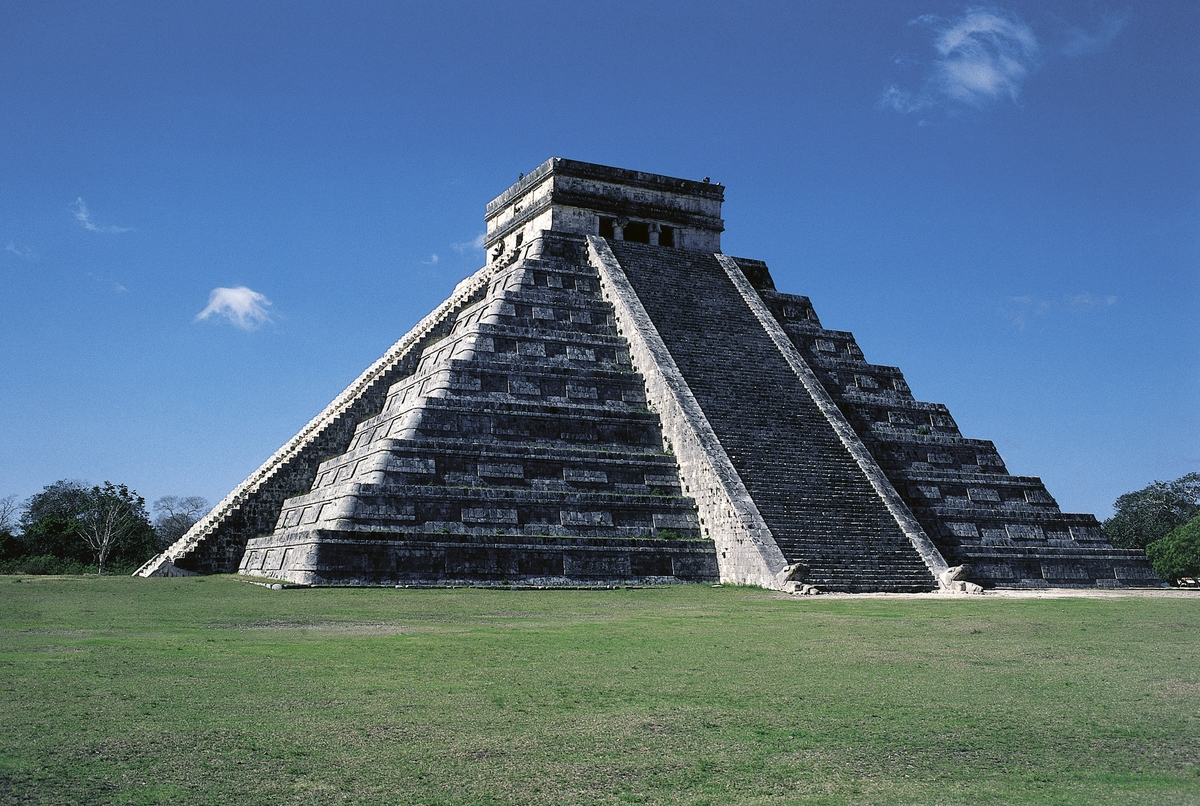 Pyramid of Kukulkan or El Castillo (The Castle), Chichen Itza (Unesco World Heritage List, 1988), Yucatan, Mexico.