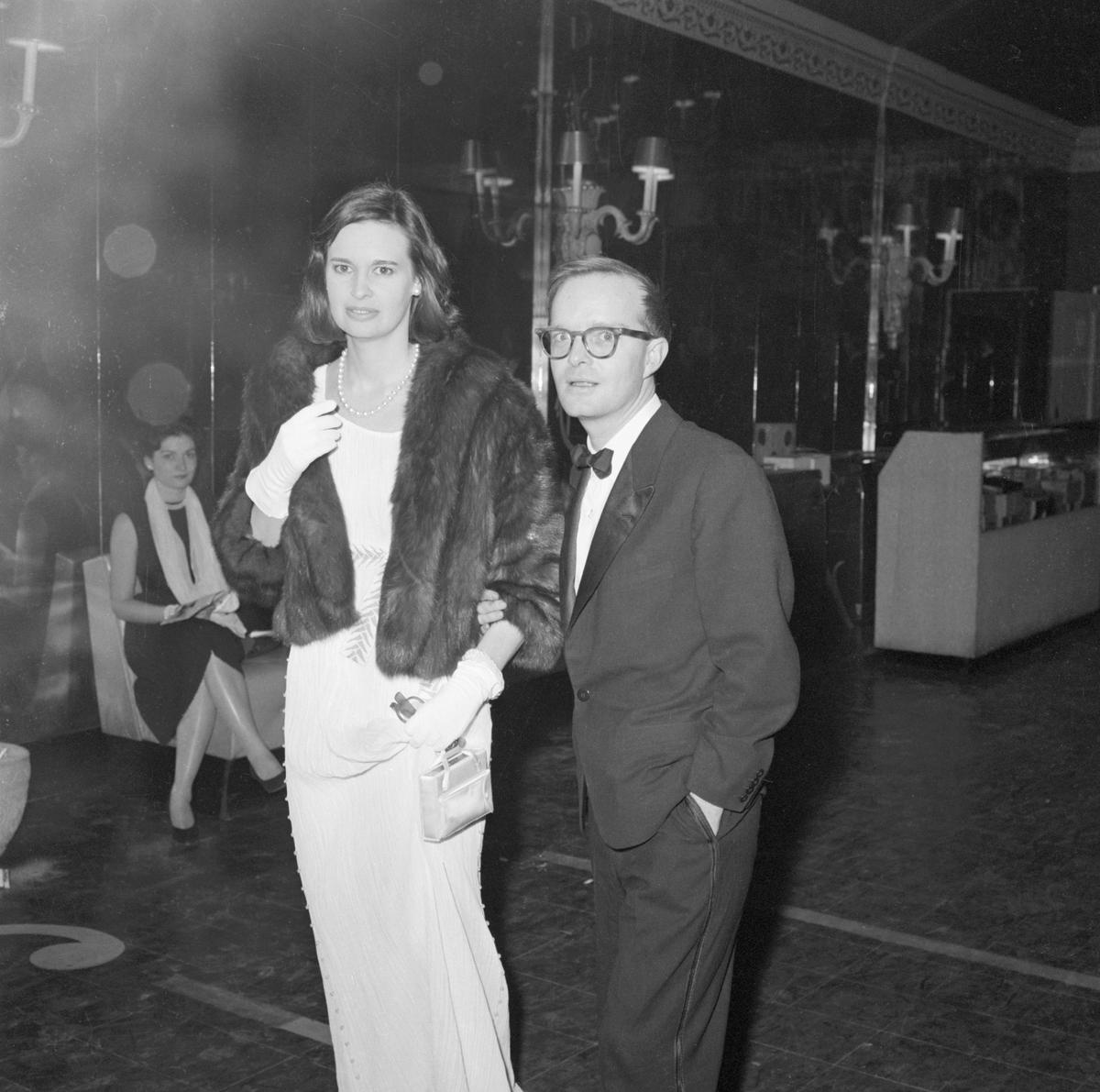 Writer Truman Capote and Gloria Vanderbilt Lumet arrive at New York's 54th Street Theatre for the opening performance of