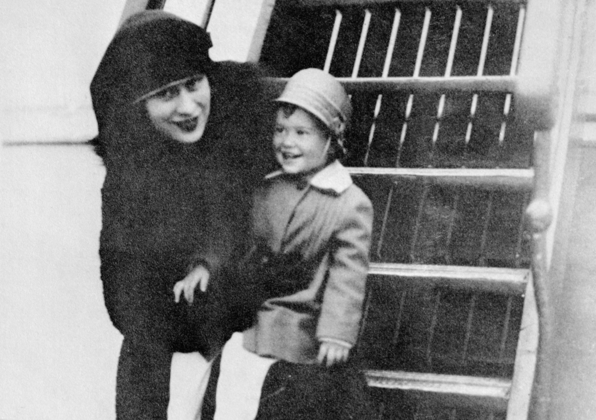 gloria vanderbilt with her mother on SS Leviathan.
