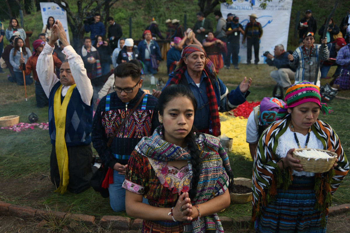 Mayan indigenous people celebrate a ceremony marking the 21st anniversary of the signing of the peace in Guatemala after 36 years of civil armed conflict.