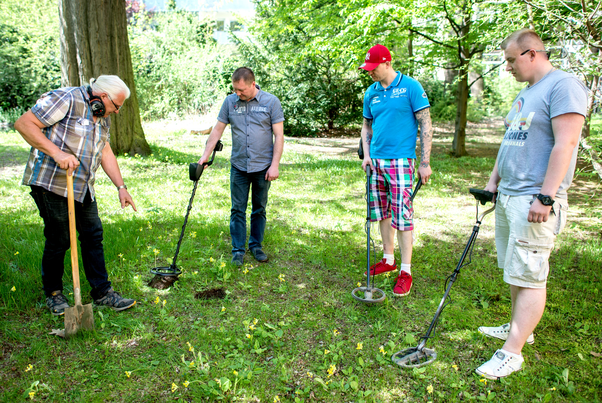 terrain technician from the state office for the preservation of historical monuments tells participants of a course how to properly use a metal detector.