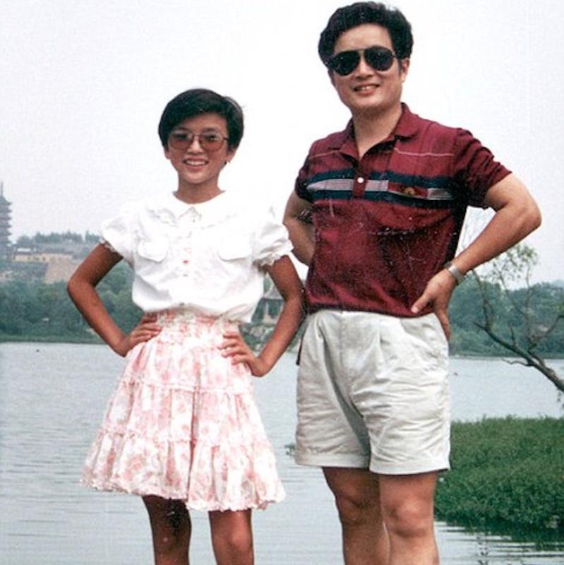 hua and huahua 1991 beside lake