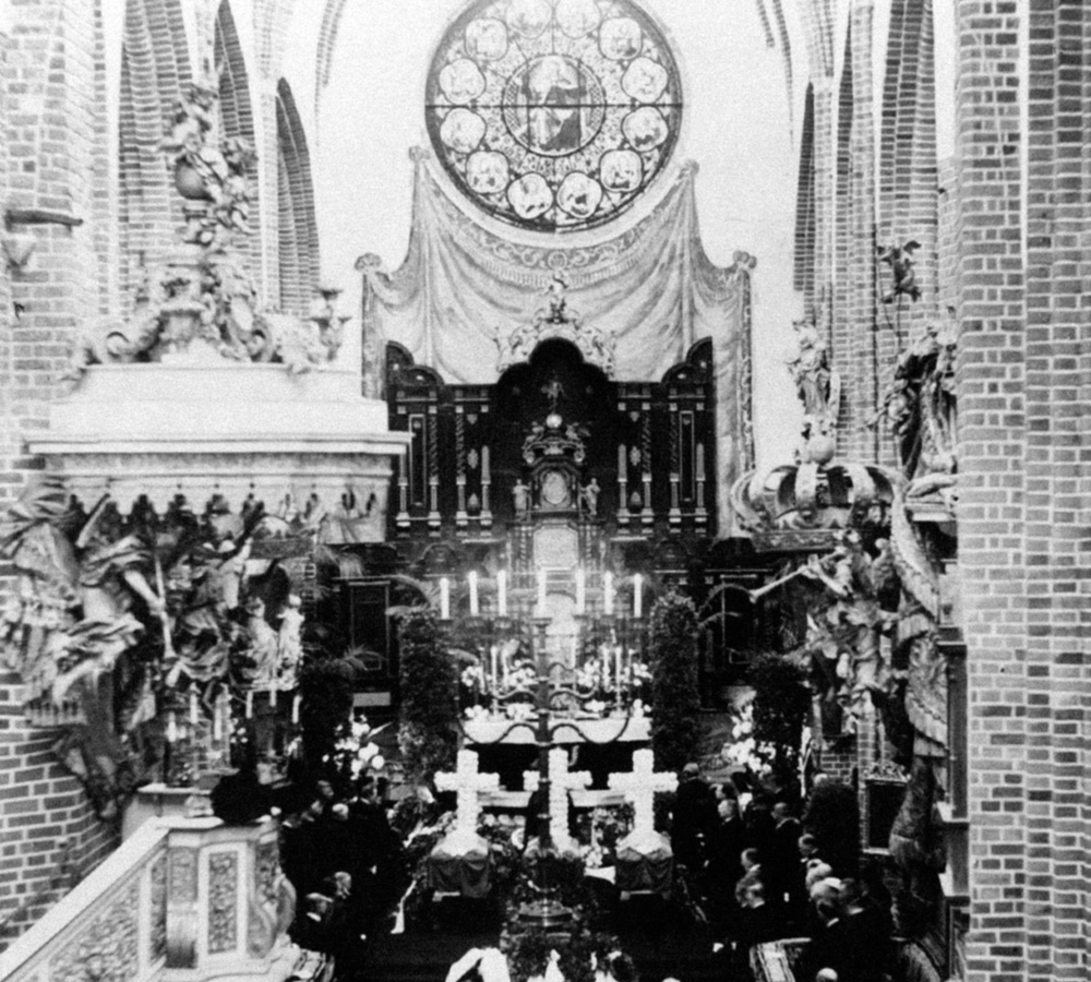 The funerals of Swedish engineer and explorer Salomon August Andrée, Swedish photographer Nils Strindberg and Swedish engineer Knut Fraenkel being celebrated in the Cathedral of Stockholm-186174884