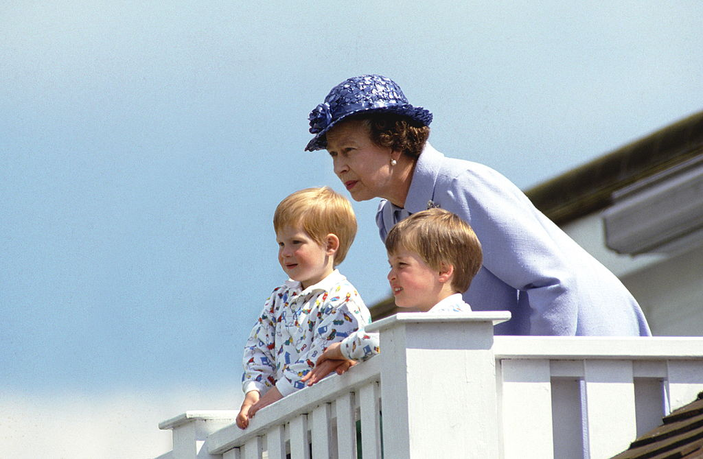 GettyImages-52105163 queen with young william and harry