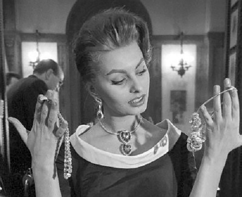 Sophia Loren shopping for diamond and pearl jewelry at Cartier