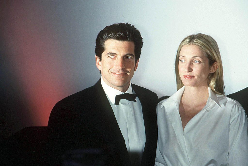 john f kennedy jr and wife carolyn dressed up for a gala