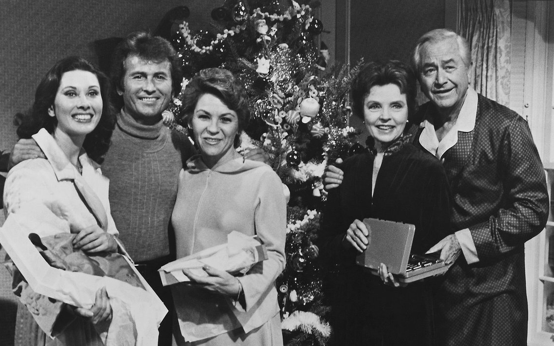 cast of Father Knows best in Father Knows Best: Home for Christmas