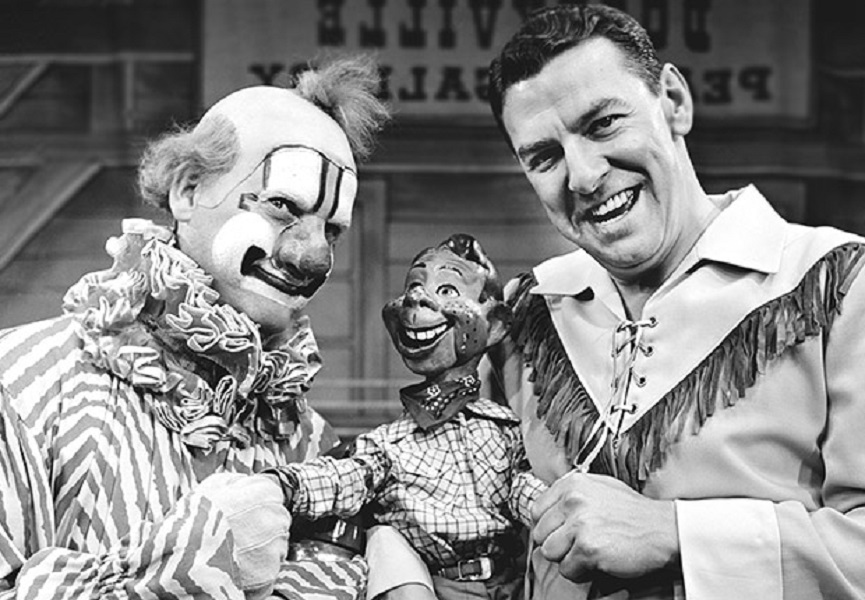 010-clarabell-the-clown-and-his-crude-behavi-2488834-18561-40820