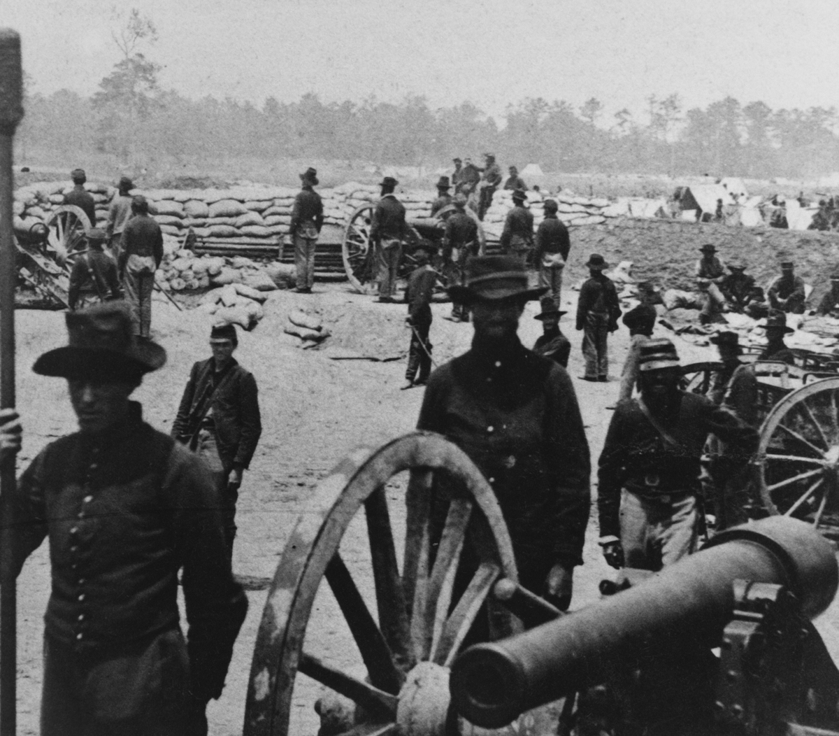 Union artillery at Fort Sumner near Susan Clark's House, Fair Oaks, Virginia on 1 June 1862.