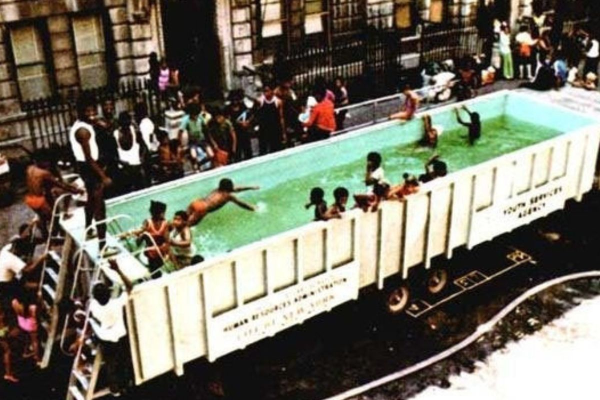 swimmmobile pool in shipping container