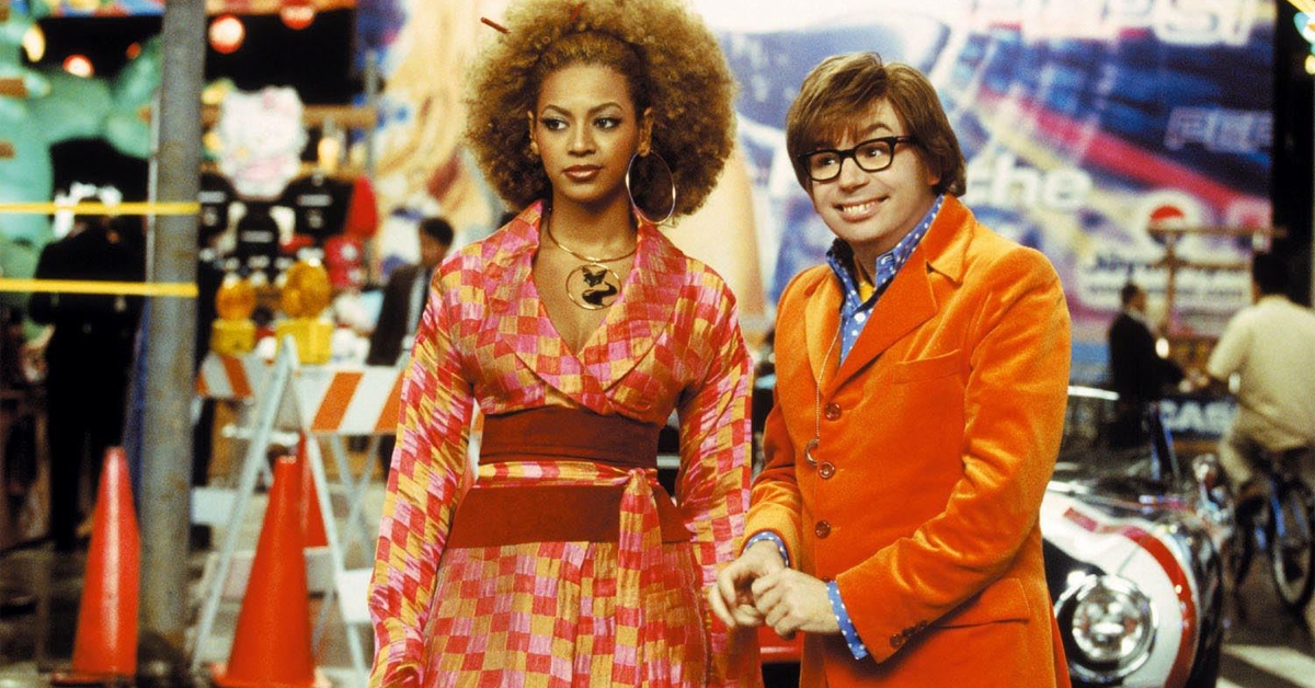 beyonce and austin mike myers in 70s clothing on set of austin powers in goldmember