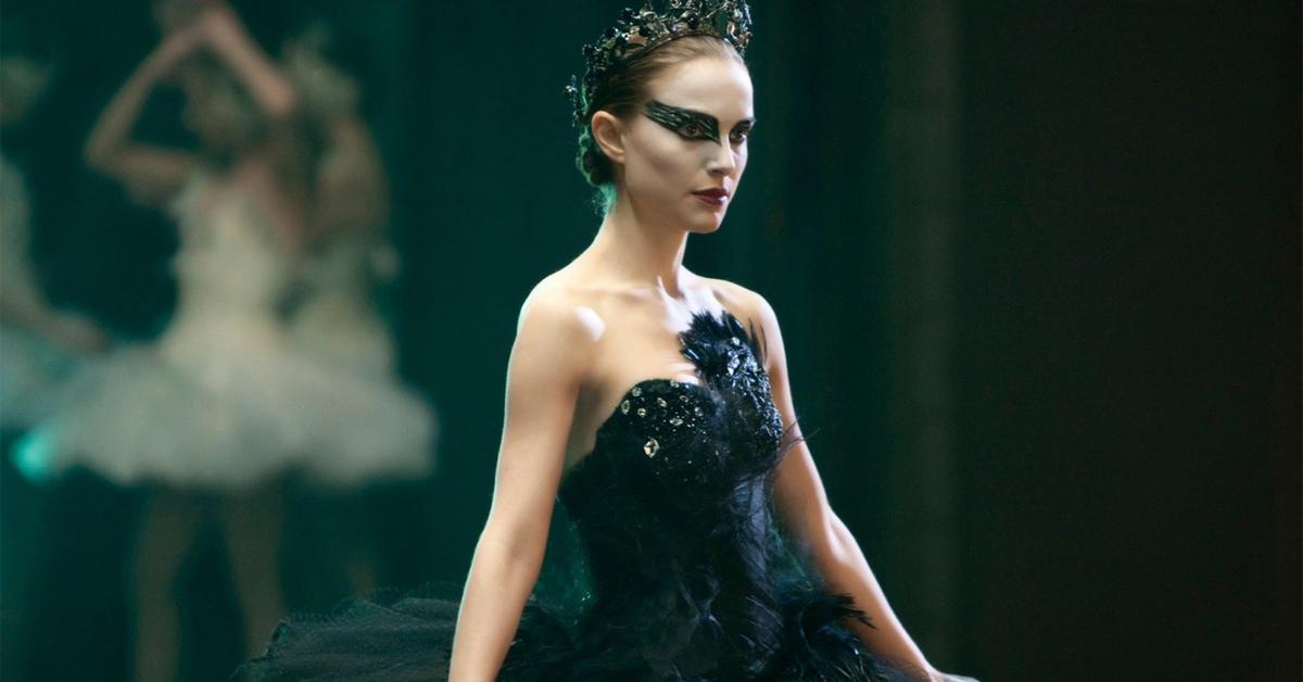 natalie portman dressed as a ballerina in black swan