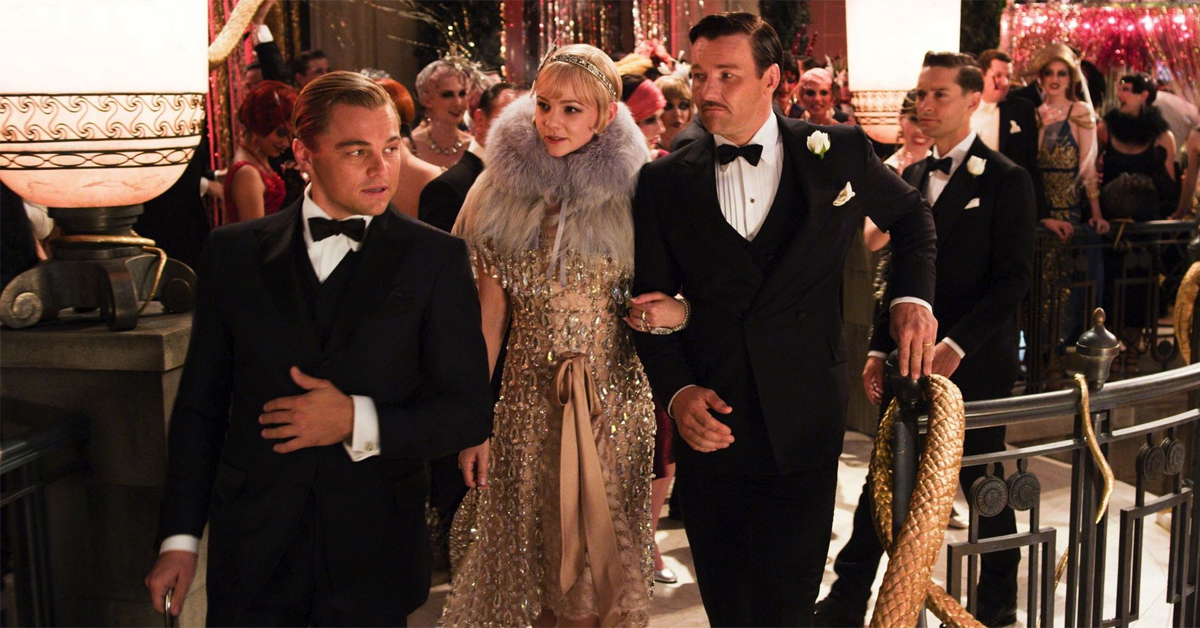 leonardo dicaprio, carey mulligan, and joel edgerton in 1920s outfits in the great gatsby