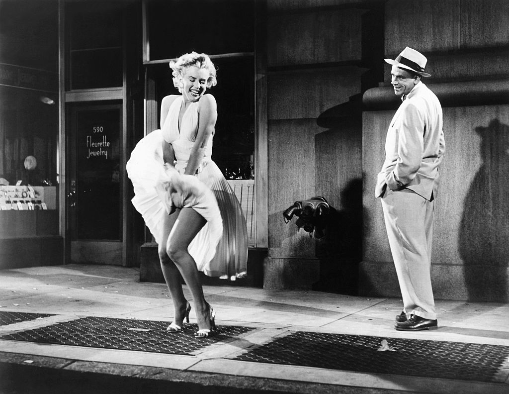 marilyn monroe and tom ewell on set of the seven year itch