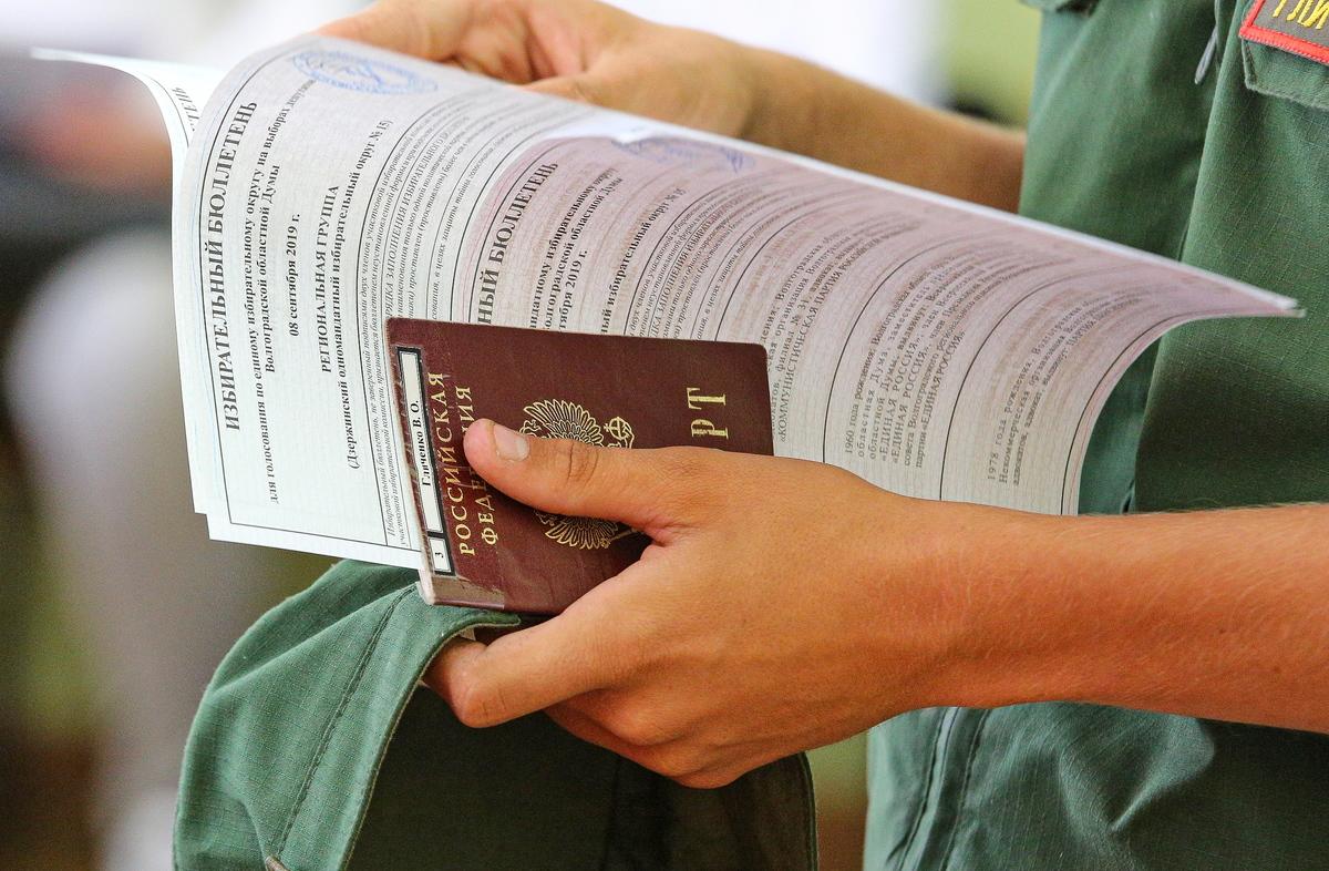 passport holding hand