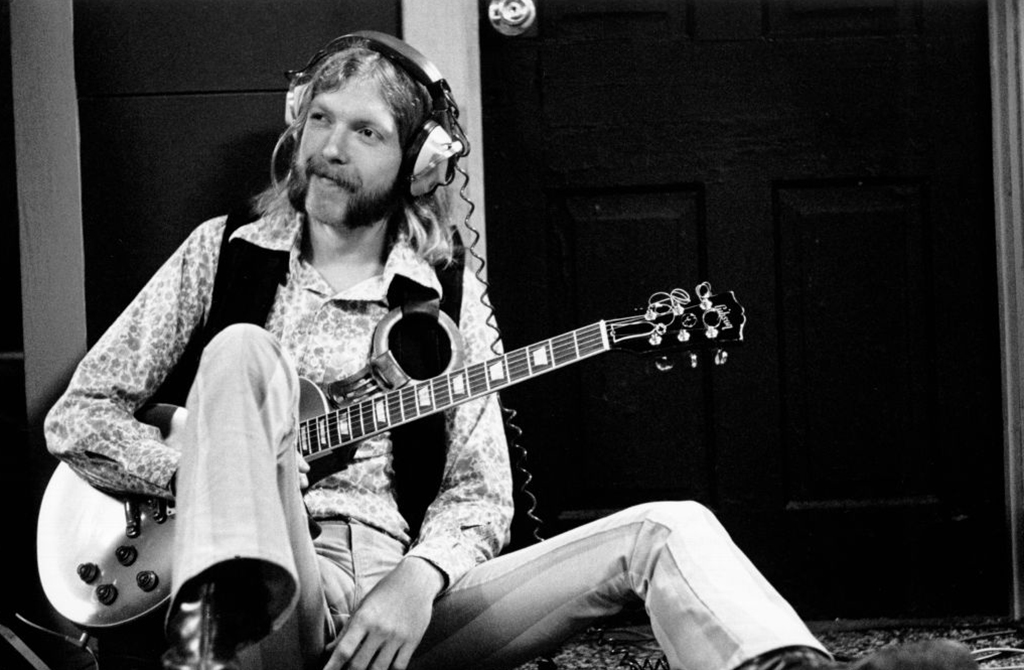 Duane sitting down with guitar