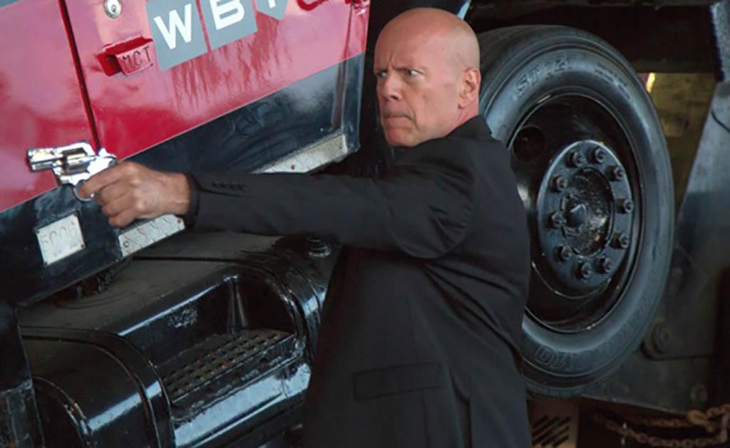 Bruce Willis with gun