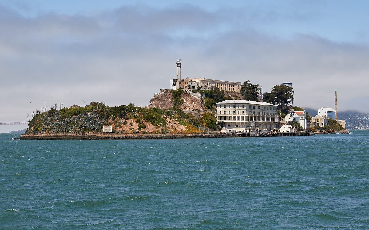 1200px-Alcatraz_Island_as_seen_from_the_East-37463-69807