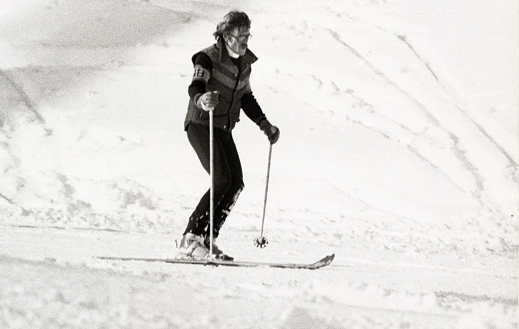 Robert Redford skiing