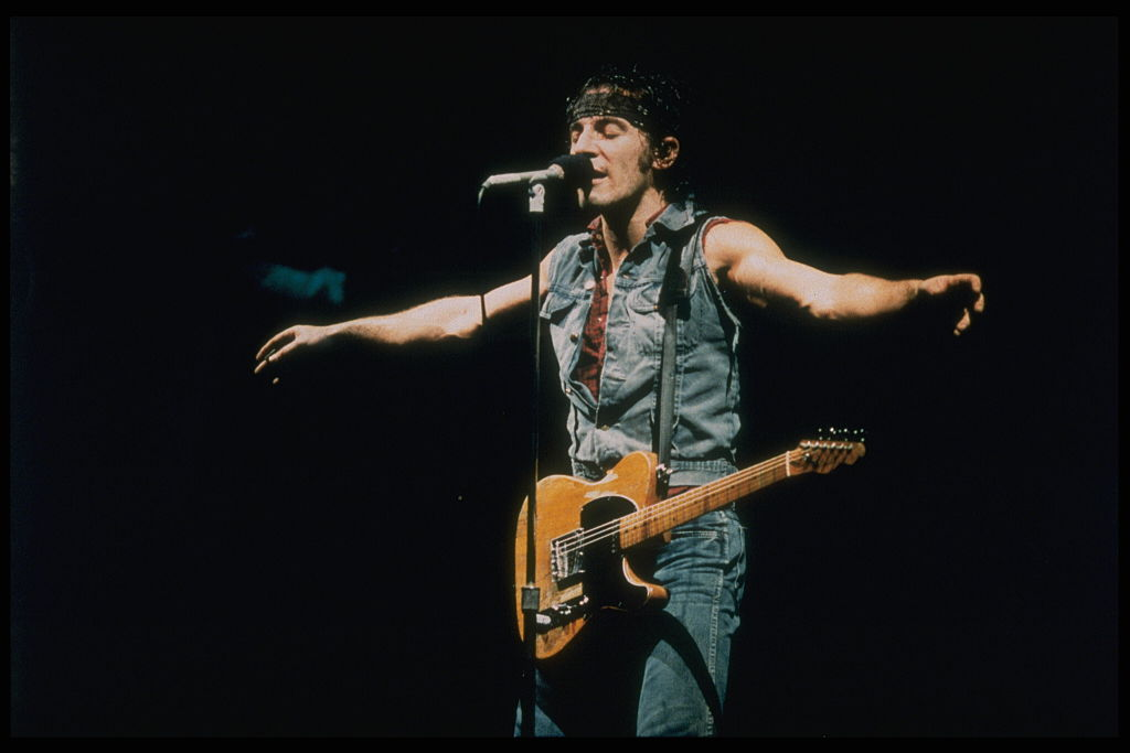 Performing with arms out