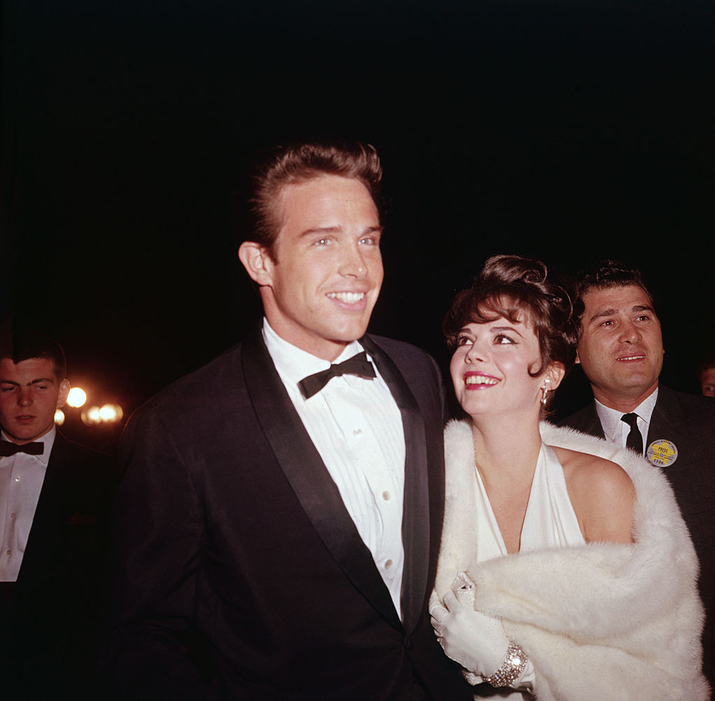 natalie wood and warren beatty dressed in formal attire at the academy awards
