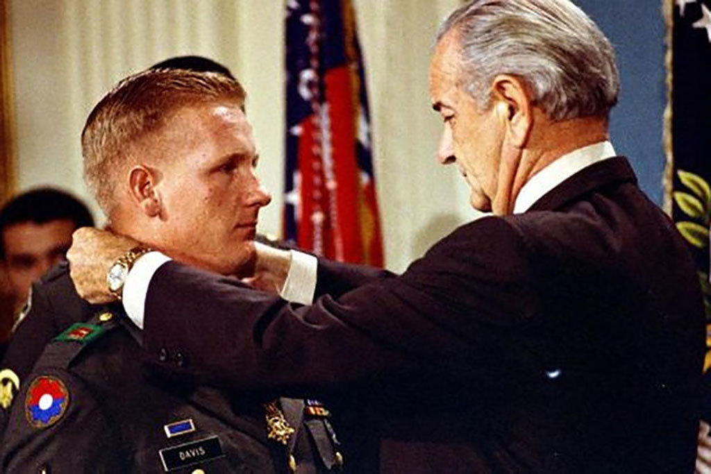 Davis Receiving the Medal of Honor